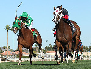 Rock and Glory wins the 2015 Glendale Handicap.