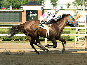 Russell Road wins the 2013 Independence Day Stakes.