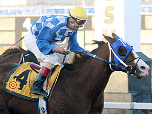 Safe Trip wins the 2012 KLAQ Handicap.
