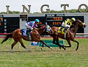 Saint Leon wins the 2012 Arlington Sprint.