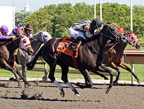 Secret Kin wins the 2010 Isaac Murphy.