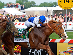 Shackleford wins the 2011 Preakness Stakes.