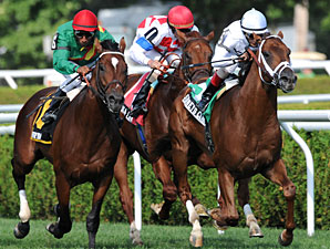 Sidney's Candy wins the 2011 Fourstardave.