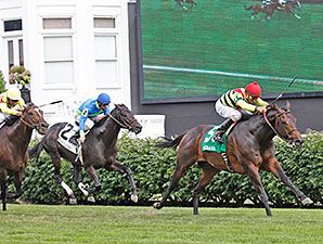 Silver Max wins the 2014 Firecracker at Churchill Downs.