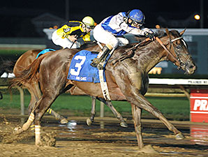 Size wins the 2014 Iowa Oaks.
