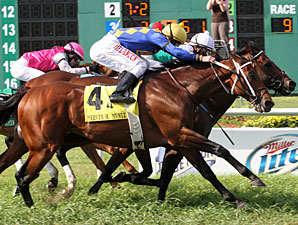 Smart Bid wins the 2011 Mervin Muniz Jr. Handicap.