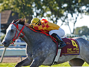 Soldier's Dancer #4 with Manoel Cruz riding wins the $250,000 PTHA PRESIDENT'S CUP at Philadelphia Park in Bensalem, Pennsylvania September 19, 2009.