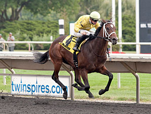 Solitary Ranger wins the 2013 Arlington-Washington Futurity.