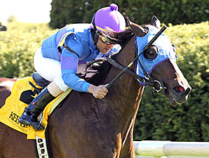 Something Extra wins the 2015 Shakertown.