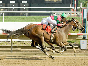 St. John's River wins the 2011 Delaware Oaks.