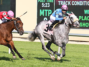 Starry Eyed Kate wins the 2013 Minnesota HBPA Distaff.
