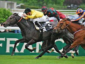 Style Vendome wins the Poule d'Essaides Poulains