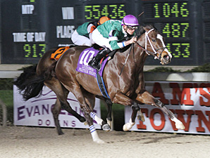 Su Casa G Casa wins the Night Sprint Stakes.