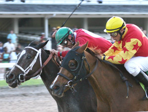 Sweet Repent wins the 2009 Stage Door Betty.