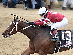 Untapable wins the 2014 Longines Kentucky Oaks