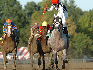 Vineyard Haven wins the Hopeful Stakes.