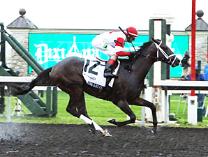 We Miss Artie wins the 2013 Dixiana Breeders' Futurity.