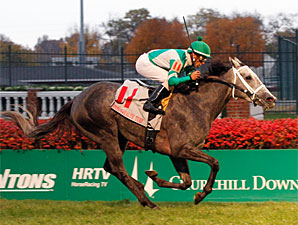 Yankee Fourtune wins the 2010 Commonwealth Turf.