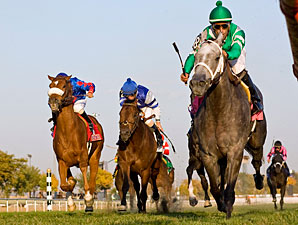 Yankee Fourtune wins the 2010 Hawthorne Derby.