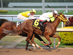 Yara wins the 2012 Davona Dale.
