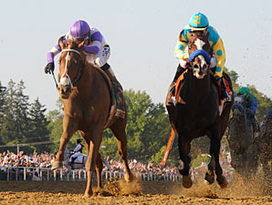 I'll Have Another passes Bodemeister in Preakness 137.