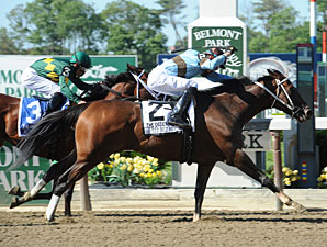 Tiz Miz Sue wins the Ogden Phipps Handicap.